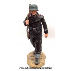 KING & COUNTRY - EO SOLDAT ALLEMAND SS  MARCHANT  39/45